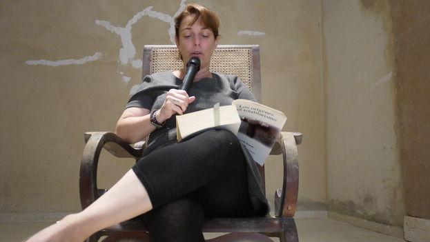 Tania Bruguera durante su 'performance'. (14ymedio)