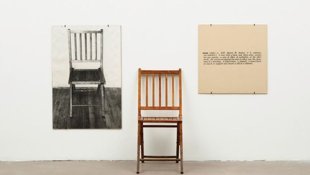 One and Three Chairs (1965), obra de Joseph Kosshut. (CC)