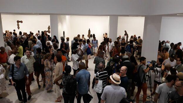 Salón del edificio de Arte Universal del Museo de Bellas Artes con las piezas del artista Gabriel Orozco. (14ymedio)