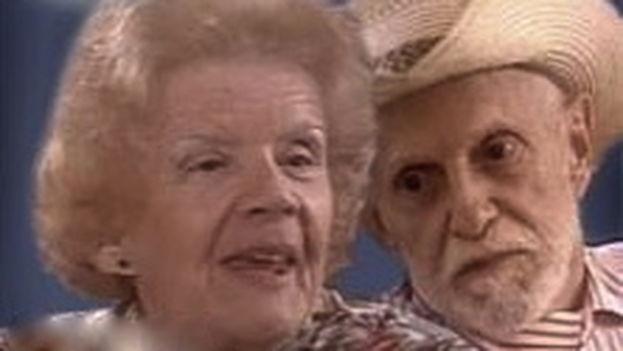 Yolanda Pujols y Salvador Woods en el cartel de la telenovela 'Lo que me queda por vivir'