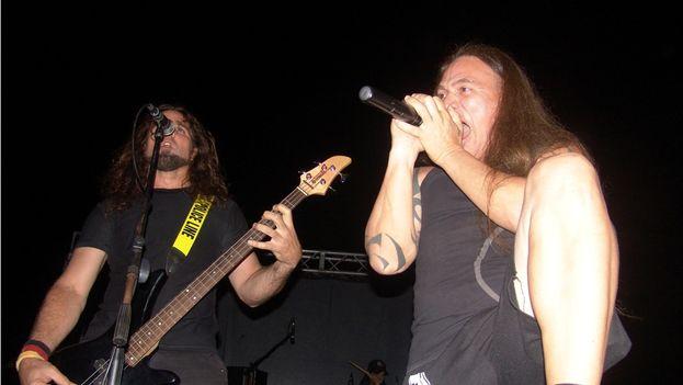 Zeus, los llamados Padres del Metal Cubano en pleno concierto. (14ymedio)