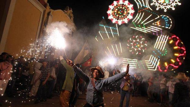 La fiesta es celebrada en la actualidad por dieciocho comunidades de la región central de la Isla. (EFE)