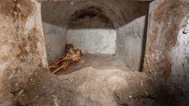 El difunto era aficionado al teatro y a las obras artísticas, sobre todo en griego. (Parque Arqueológico de Pompeya)