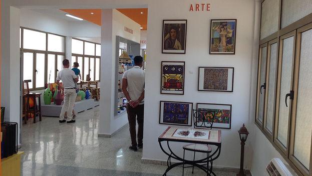 La tienda de objetos con motivos artísticos, pertenecientes a Artex, es de las pocas áreas del complejo que ya está funcionando a plena capacidad