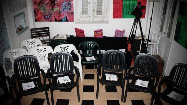 Los asientos quedaron vacíos y fotografiados como denuncia por la ausencia de los invitados que se sintieron presionados y se fueron sin ver la obra. (14ymedio)