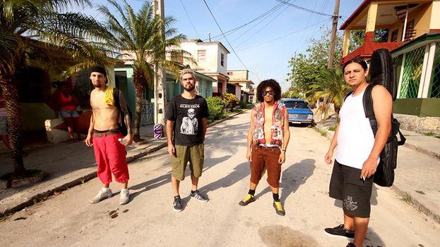 El grupo de punk brasileño Asfixia Social en su gira por Cuba. (Facebook)