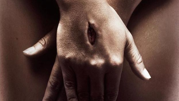 La campaña intenta lanzar una analogía entre el dolor de la crucifixión y de la violación