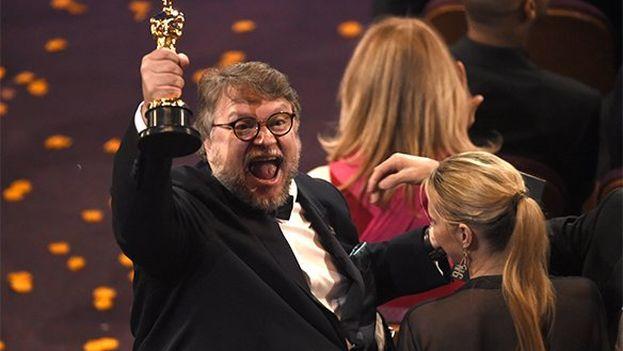 Cuatro los últimos cinco años, un director mexicano se alzó con el Oscar a mejor director. Guillermo del Toro, por 'La forma del agua' es el último en sumarse a la lista. (EFE)