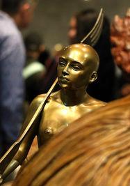 La exposición 'Entre lienzos y esculturas', instalada en el Memorial José Martí de la Plaza de la Revolución, consta de 16 esculturas y 12 lienzos. (EFE)