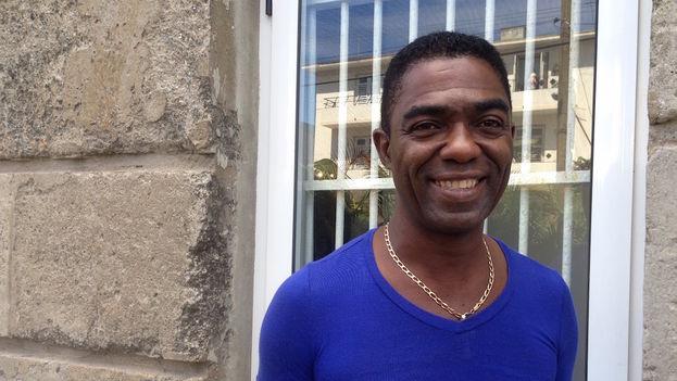 El músico cubano Manolito Simonet. (Luz Escobar)
