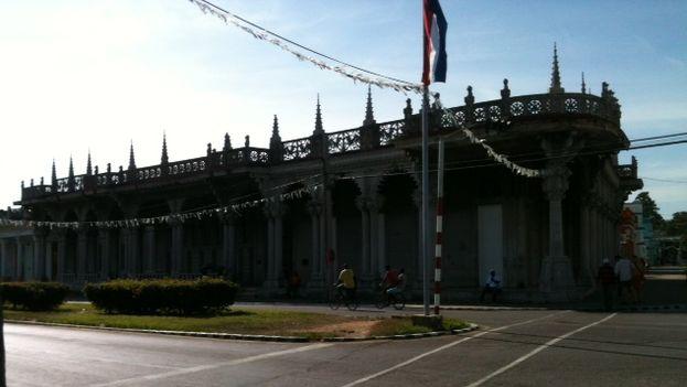 palacio_Guasch_otro_angulo.JPG