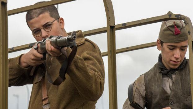 A lo largo de un poco más de hora y media, la película 'Mientras dure la guerra' detalla los acontecimientos que cambiaron la historia de España. (Captura)