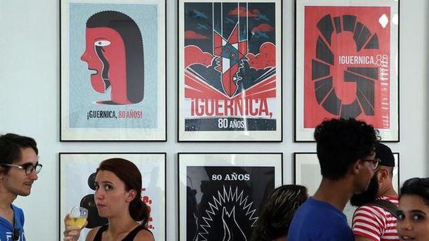 La exposición permanecerá instalada durante todo julio en un salón de la Embajada de España en La Habana. (EFE)