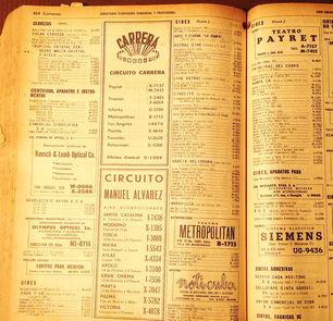 Una foto de la guía telefónica de 1957 con la lista de cines que existía en ese momento en La Habana