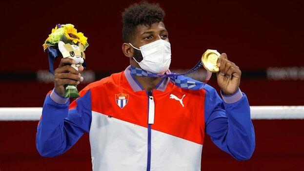 El cubano Andy Cruz obtuvo medalla de oro frente al estadounidense Keyshawn Davis. (EFE)