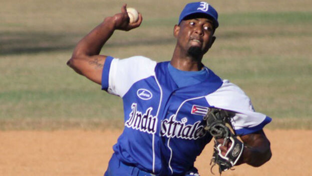 Andy Rodríguez en Cuba jugaba para el equipo Industriales. (ACN)