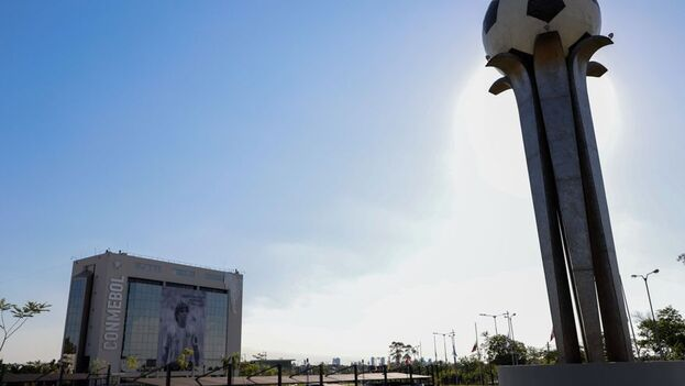 La Conmebol, máxima autoridad del fútbol de la región, anunció este lunes a Brasil como nueva y única sede del torneo. (EFE)