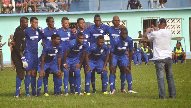 Camagüey, el equipo campeón de la edición centenaria del Campeonato Nacional de Fútbol. (Blog de Fútbol Cubano)