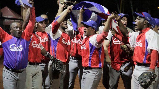 Cuba se alzó ayer con el título en sóftbol masculino. (@Bquilla2018)