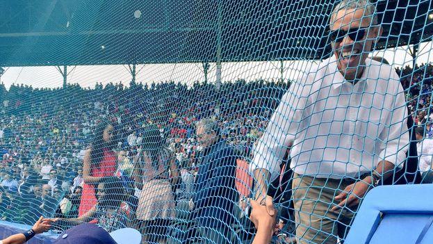 El presidente de EE UU, Barack Obama, en el Estadio Latinoamericano. (@RaysBaseball)