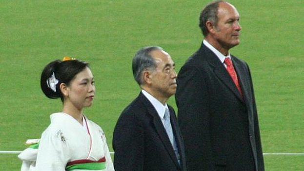 Alberto Juantorena, a la derecha, durante el Mundial de Atletismo de 2007, en Osaka. (Eckhard Pecher/Wikimedia Commons)