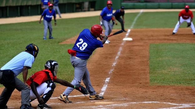 En el Juego de Veteranos, Orientales se impuso sobre Occidentales 6-0, con 10 hits por 2 de sus rivales. (Trabajadores)