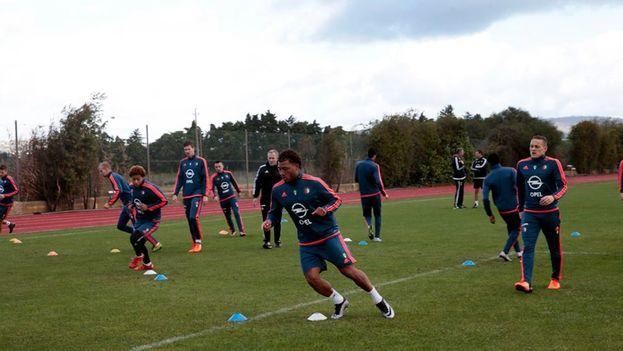 Jugadores del equipo holandés Feyenoord durante un entrenamiento. (Facebook)