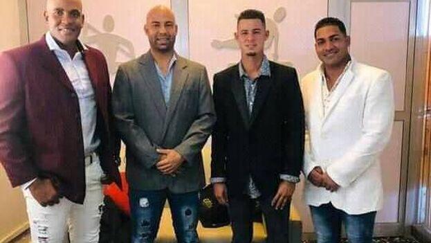 Lisbán Correa, Héctor Ponce, Wilfredo Aroche y Eddy Abel García, los beisbolistas que jugarán fuera de Cuba la próxima temporada. (Jit.cu)