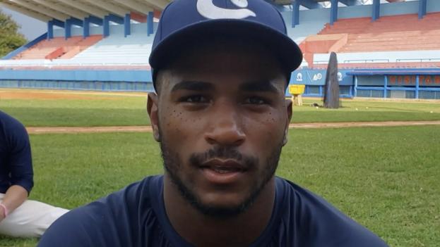 El jardinero Loidel Chapellí Jr., uno de los últimos peloteros en fugarse, este sábado, del equipo de Cuba en el Mundial Sub-23. (Captura)