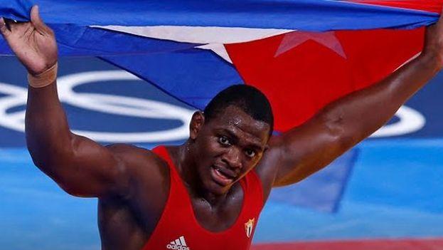 Mijaín López tras alzarse este lunes con el oro en Río. (Twitter)