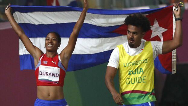 Omara Durand corrió con Yuniol Kindelán de guía. (EFE)