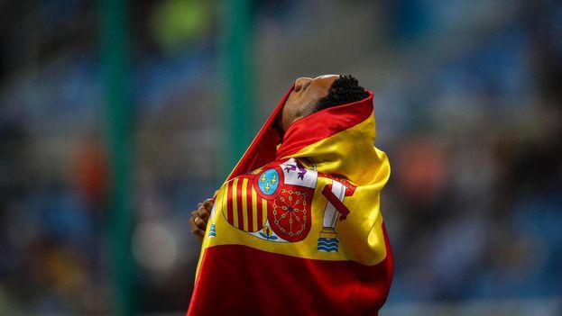El atleta español Orlando Ortega tras ganar la medalla de plata en 110 m vallas en los Juegos Olímpicos de Río. (EFE/Fernando Bizerra Jr.)