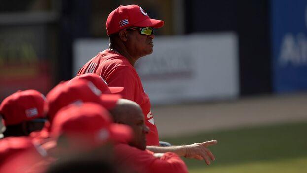 Pablo Civil, entrenador del equipo que debía representar a la Isla en la próxima Copa del Caribe de Curazao. (EFE/Bienvenido Velasco/Archivo)