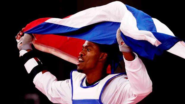 Rafael Yunier Alba Castillo inauguró este martes el medallero olímpico de Cuba. (EFE)