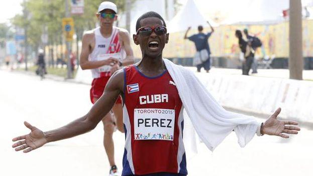 La victoria de Richer Perez en marathon, con récord incluido, sumó una presea al equipo cubano en el penúltimo día pero la remontada ya era imposible para Cuba. (@TO2015_es)