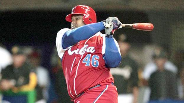 Yosvani Peraza, receptor y bateador del equipo de Pinar del Río