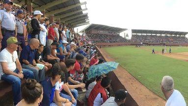 En el abarrotadísimo estadio Mártires de Mayabeque había muchos fanáticos de los Azules en comparación con los locales. (14ymedio)
