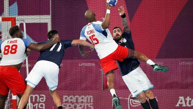 El equipo de balonmano cubano solo pudo quedar quinto tras perder el lunes con Argentina. (EFE)