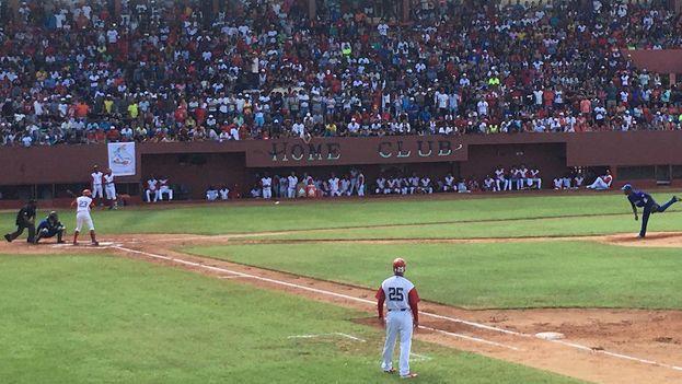 El equipo de béisbol de Industriales se enfrentó a Mayabeque en Güines. (14ymedio)