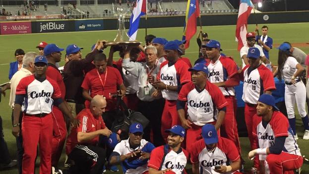 El equipo cubano tras su victoria en la Serie del Caribe (Twitter)
