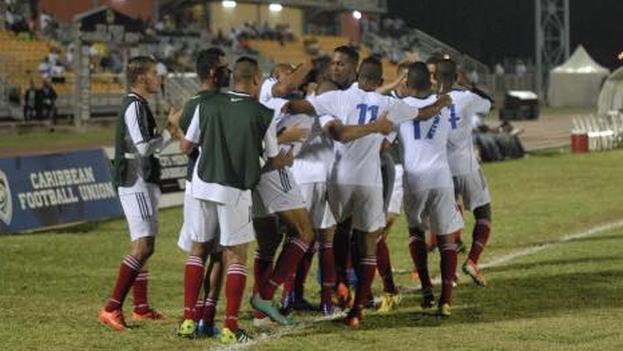 Un fotograma del encuentro entre la selección de Cuba y Curazao.