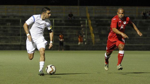 El equipo nicaragüense abrió el marcador al minuto 20 por medio de un penalti marcado con éxito por el volante Juan Barrera.