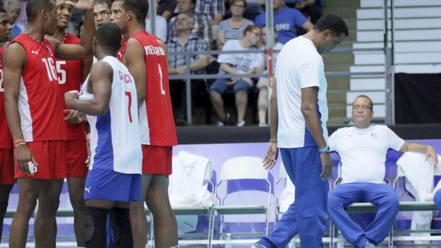 eis miembros del equipo cubano de voleibol permanecen detenidos en Finlandia sin que la prensa haya explicado de qué delito se les acusa. (Aamulehti)