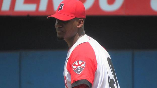 El joven santiaguero Uber Mejías se convirtió en el segundo pelotero del equipo sub-23 en dejar Cuba en este torneo. (Captura)