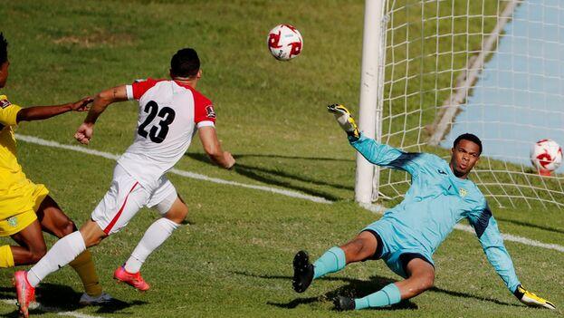 La victoria no servirá de mucho al equipo cubano, que ya está fuera del mundial. (EFE)