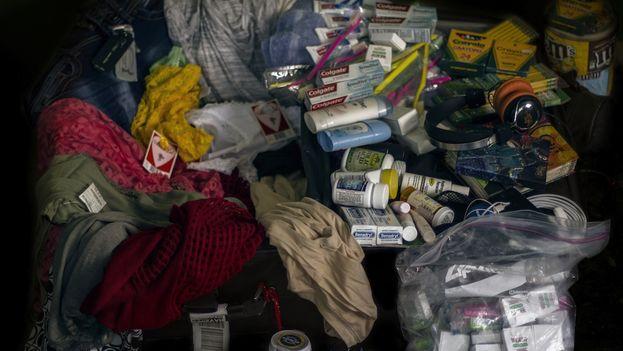 Interior de la maleta de un viajero proveniente de Miami. (14ymedio)