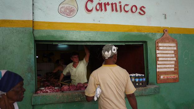 Puesto de productos cárnicos en La Habana. (14ymedio)