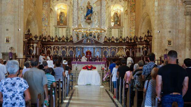 El funeral del cardenal se celebró en presencia de varios miembros del Gobierno. (EFE/Yander Zamora)