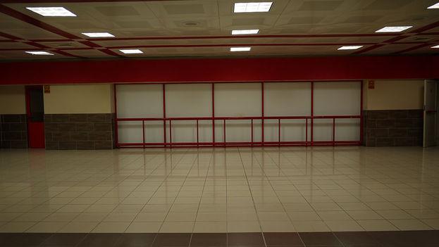 El muro de las lágrimas en el Aeropuerto Internacional José Martí. (14ymedio)
