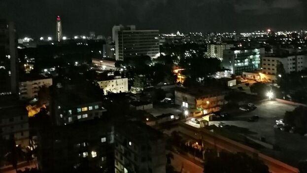 La misma vista sobre La Habana, en este caso iluminada. (14ymedio)
